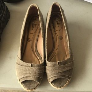 Women's taupe shoes